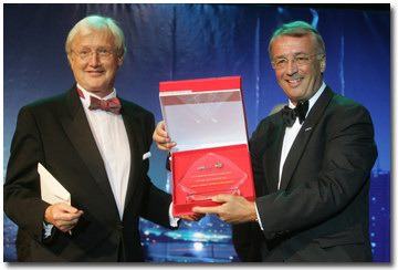 Kees de Ruiter receives Business Excellence Award for Driessen Thailand