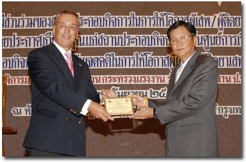 Kees de Ruiter receives Employer of the Year 2006 Award for Driessen Thailand